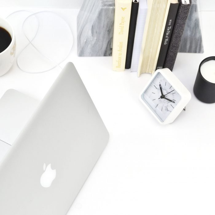Not ready to quit your 9-5 just yet? Learn how to balance freelance writing with a full-time job when you're starting out as a freelance writer. #freelancewriting #workfromhome #getpaidtowrite