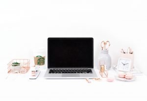 These are the best freelance writing blogs for beginner freelance writers to find tips and tricks on writing, working from home, and running a creative freelance business.