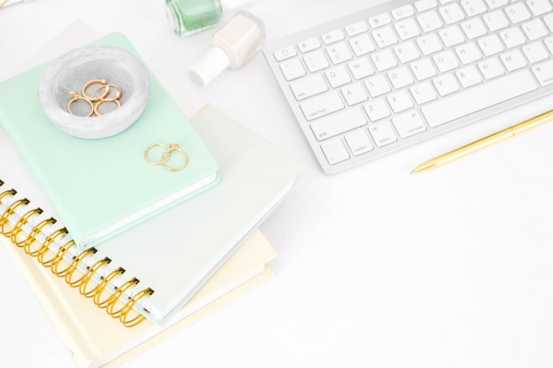 A round up of resources and tips for freelance writers and bloggers.