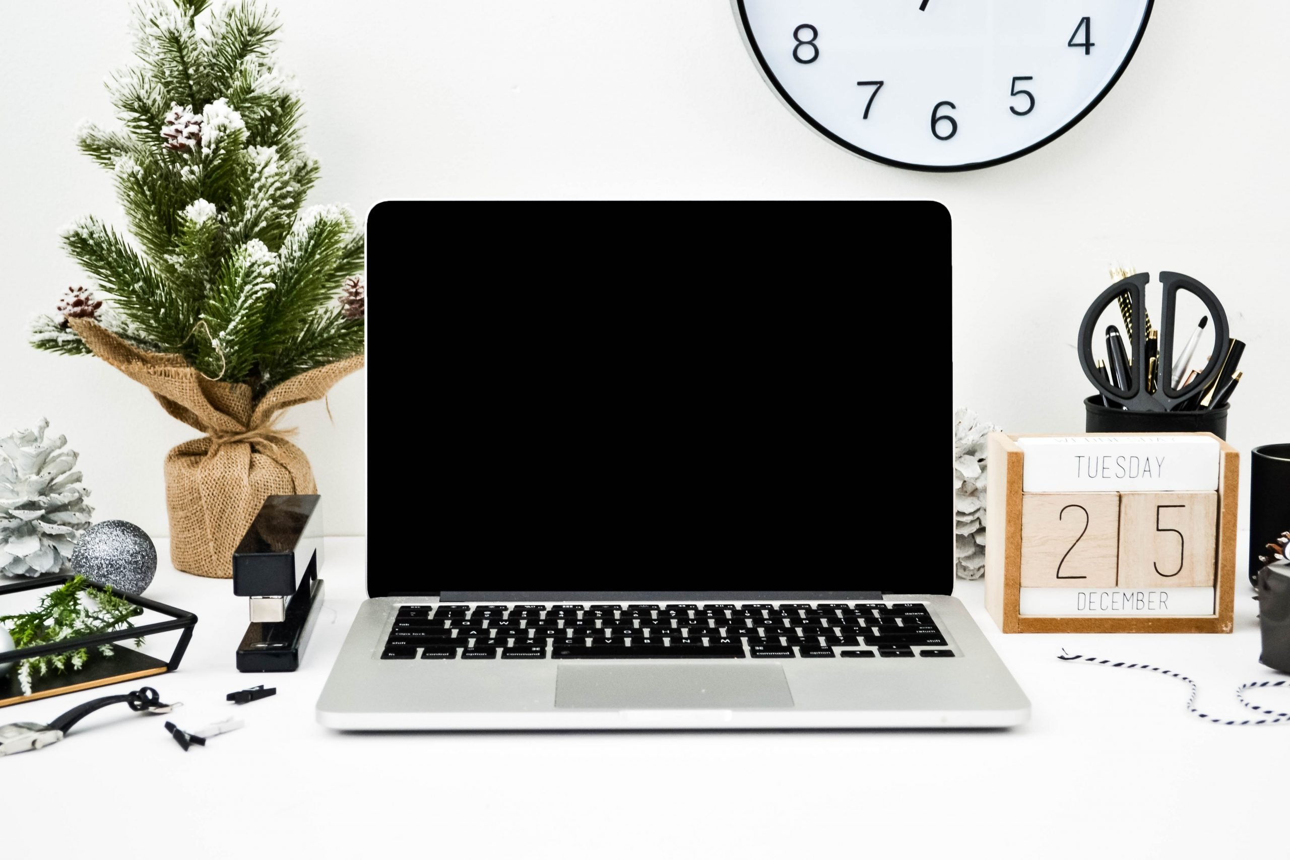 A month in review + a list of resources for freelance writers and bloggers to make money blogging, get paid to write, and grow their freelance business.