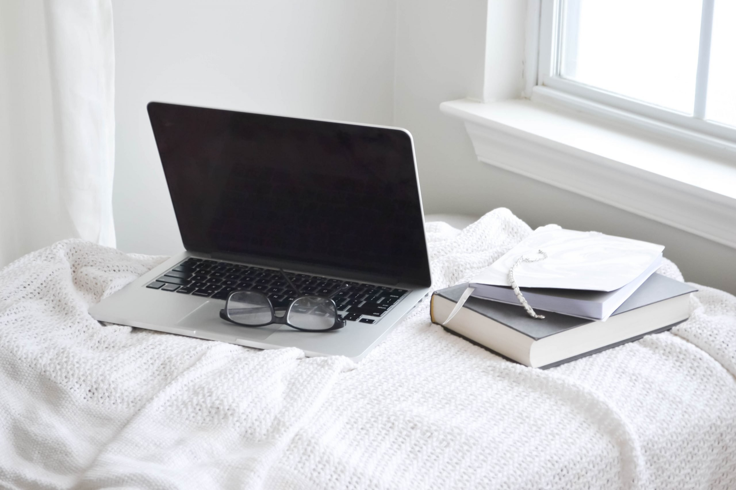 Make more money working from home as a freelance writer with these 7 must-have tools. With them you can connect with more clients, increase sales, and grow your business. #freelancewriting #creativeentrepreneur #workfromhome