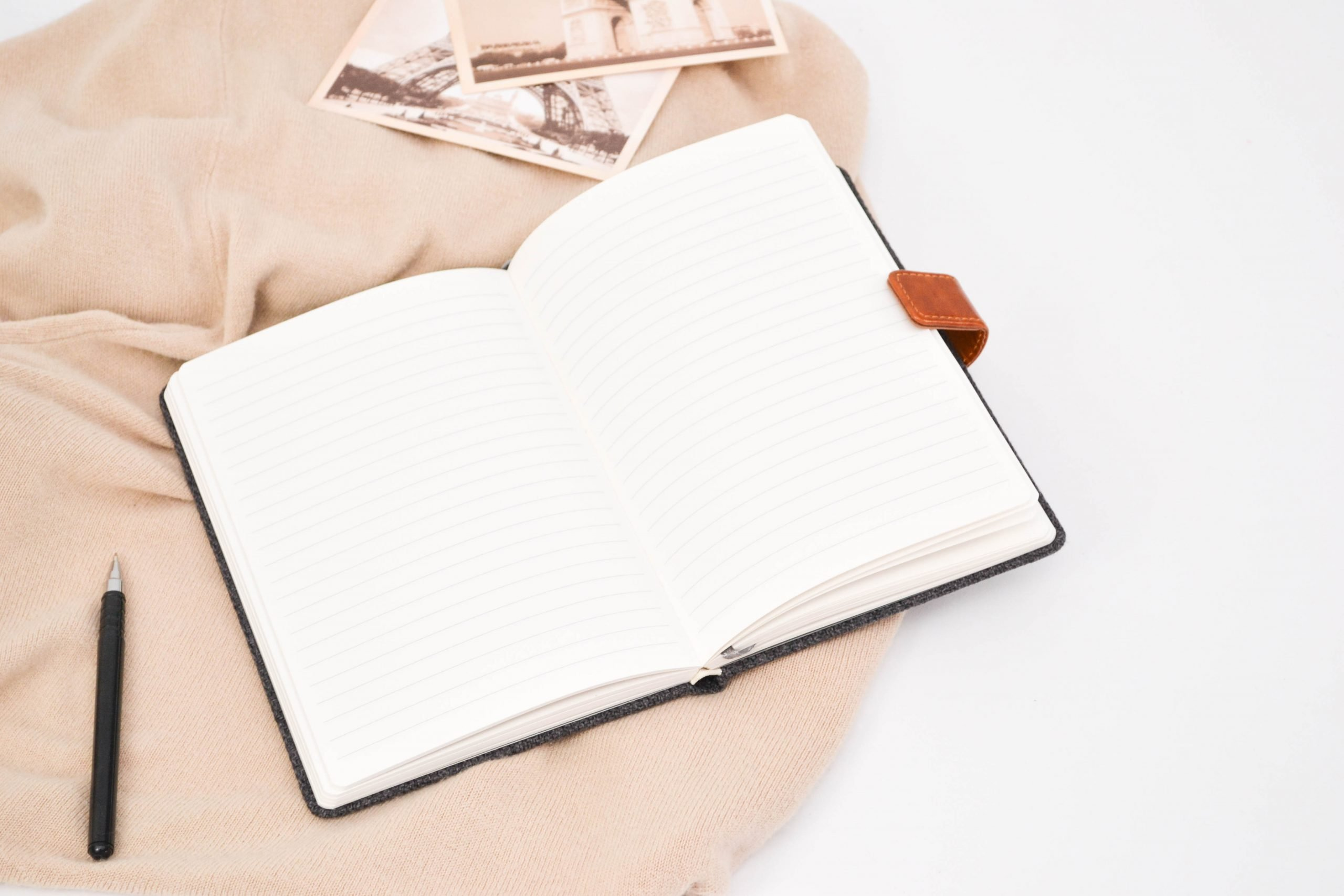 Here's how journaling can help you turn your side hustle into a money making machine! #sidehustle #workfromhome #journal