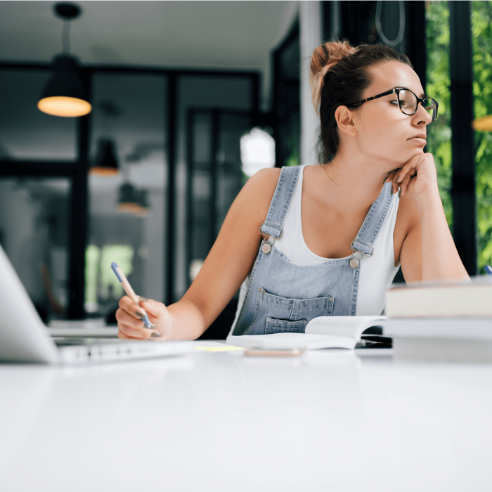 Tips to help freelancers reduce stress | Freelance writing tips for beginners | Tips for freelancers & creative entrepreneurs | Tips for bloggers | Blogging tips for beginners