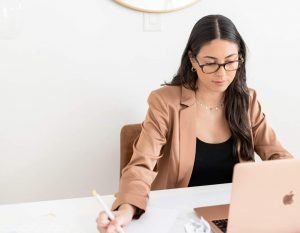 How to Say No to a Freelance Client (Without Burning Any Bridges)