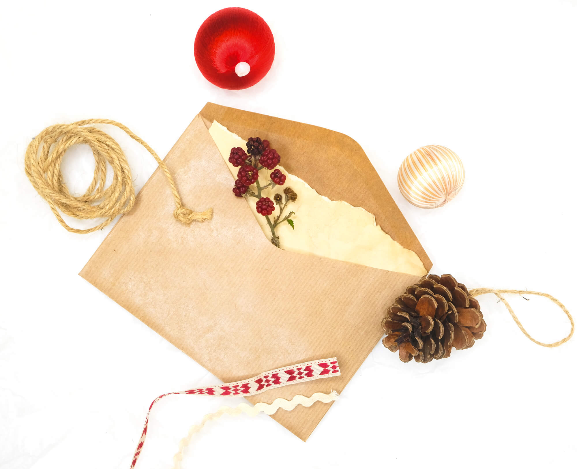 How to Show Appreciation for Your Freelance Clients With Holiday Cards (And What to Write!)